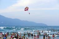 Bay dù lượn ngắm biển Đà Nẵng từ trên cao