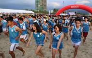 Giải chạy bộ bằng chân trần trên biển Đà Nẵng