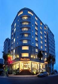 Khách sạn Starlet