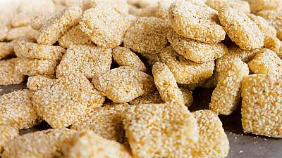 Bánh khô mè Cẩm Lệ Đà Nẵng tất bật vào vụ Tết