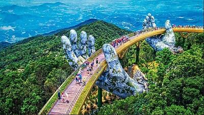 Cây cầu bàn tay điểm check in hot nhất Đà Nẵng