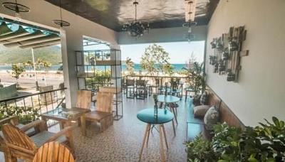 Điều gì đã khiến cho quán cà phê De L`amour trở thành một địa điểm hấp dẫn ở ven biển Đà Nẵng, 2018