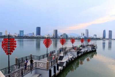Du Lịch Đà Nẵng Ngắm Cầu Khóa Tình Yêu Đầu Tiên Ở Việt Nam