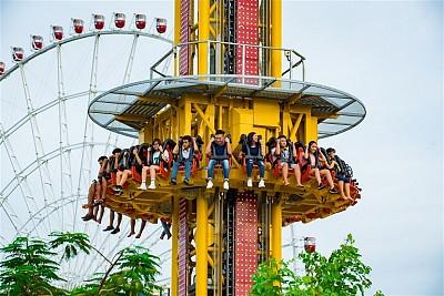 Du lịch Đà Nẵng trải nghiệm tháp rơi tự do tại Asia Park