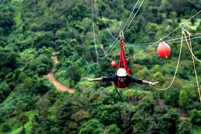 Du lịch Đà Nẵng trượt zipline dài 300 m