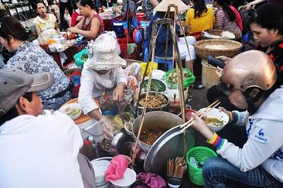 Thế giới quà vặt hấp dẫn tại chợ Cồn Đà Nẵng