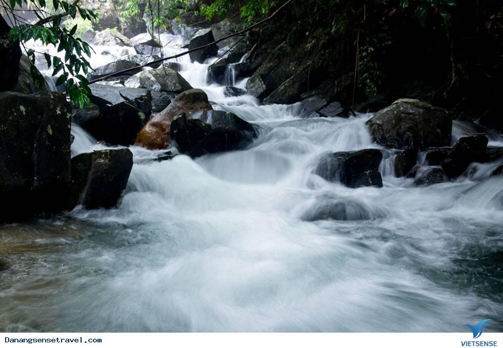 Khám phá vẻ đẹp của suối Đá Ngầm Đà Nẵng