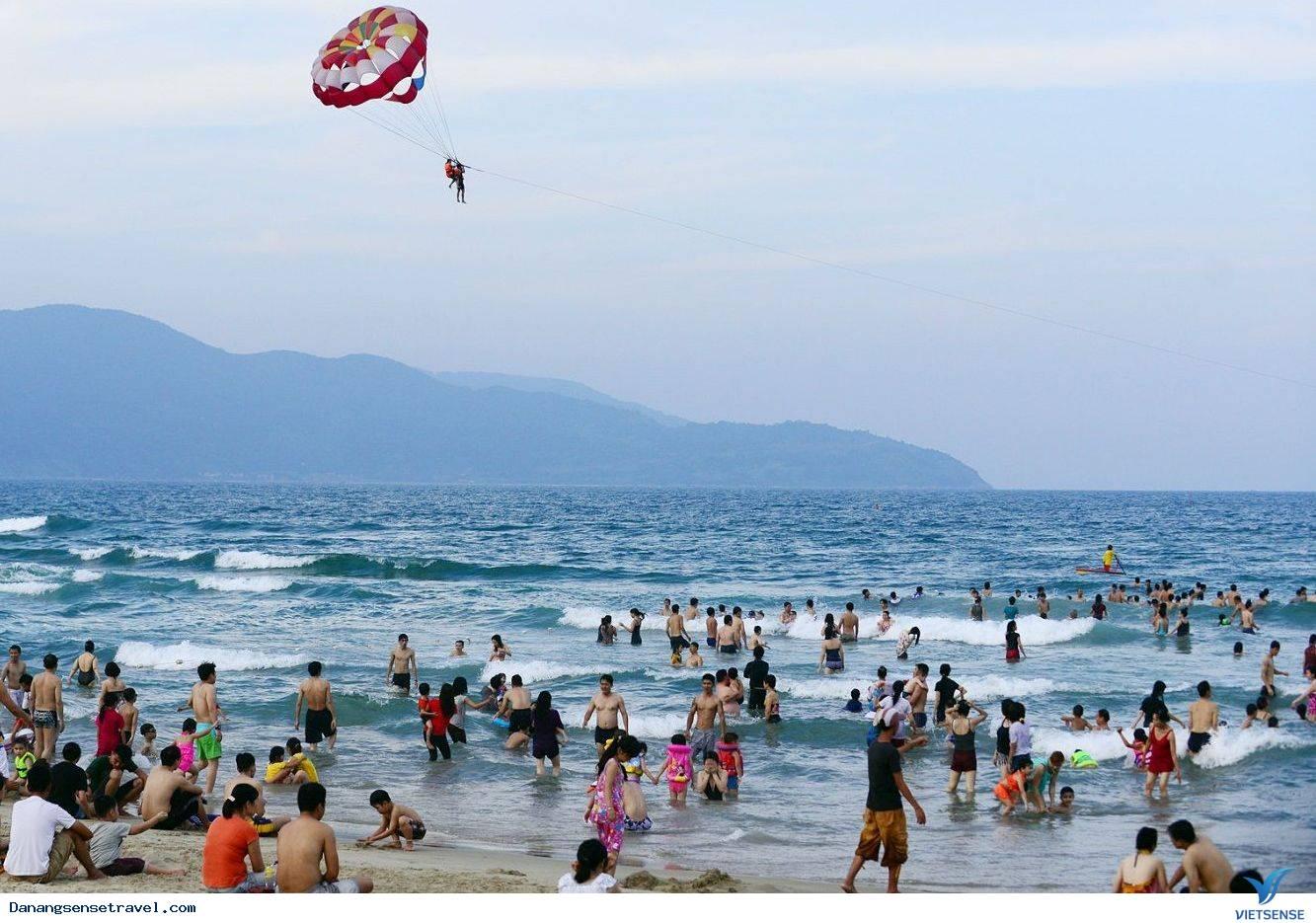 Mùa thu biển Đà Nẵng hút khách