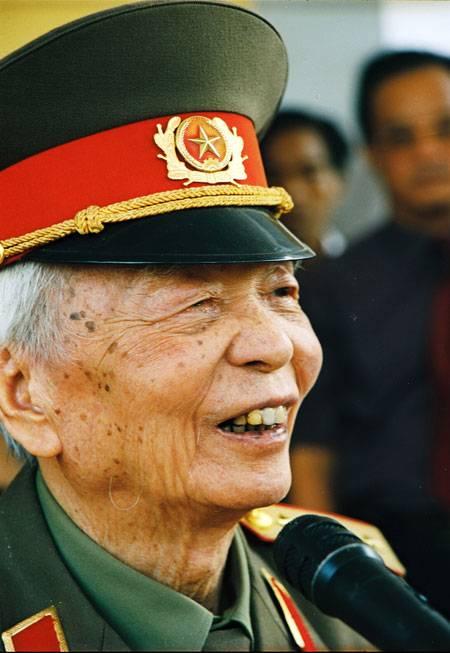 Tour Du Lịch Đà Nẵng Quảng Bình- Thăm Mộ Cố Đại Tướng Võ Nguyên Giáp